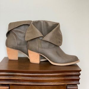 Super cute Olive Booties